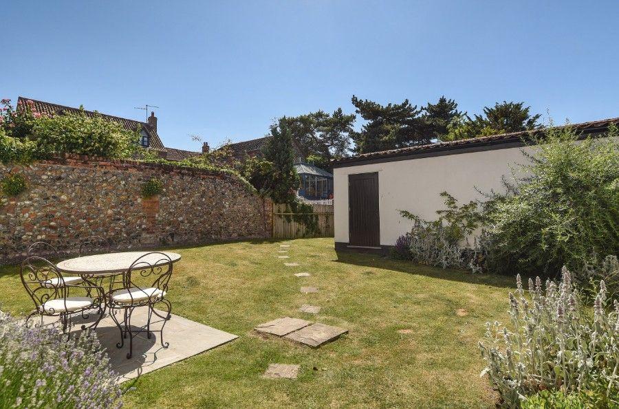 Dogger Inn with Attic | Garden