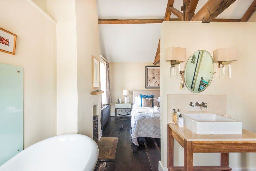 Dogger Inn with Attic | Bed 1 en-suite