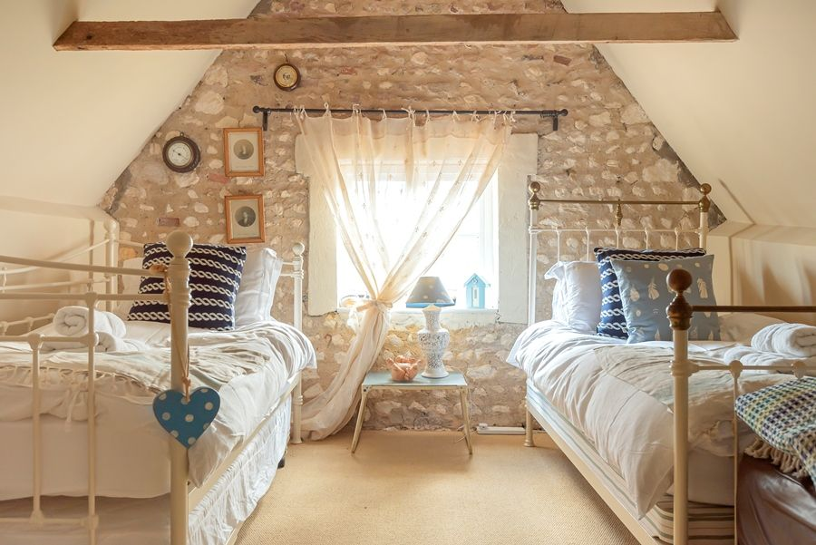 Dogger Inn with Attic | Attic bedroom