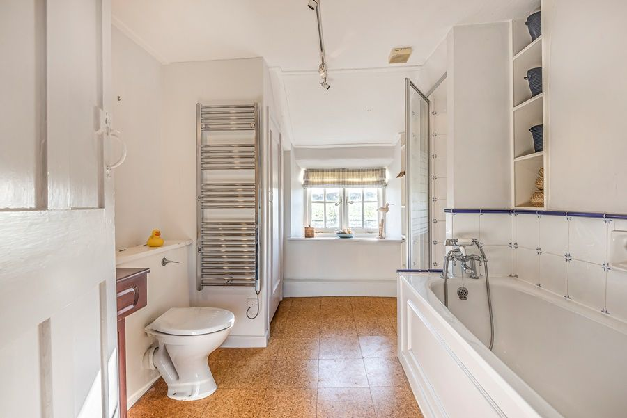 Norton Cottage | Family bathroom