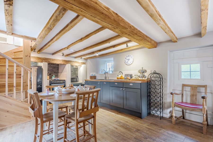 Pip Cottage | Dining area and kitchen