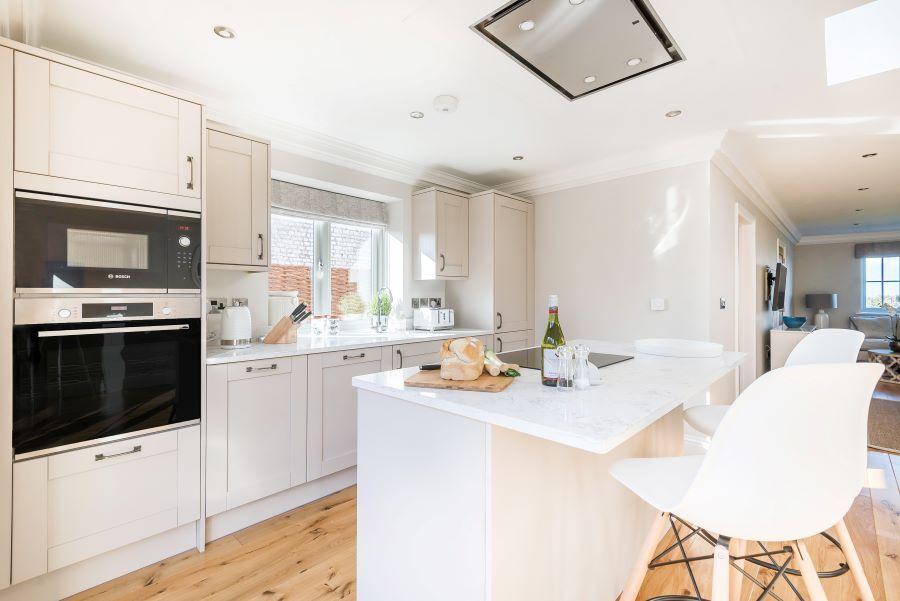 1 Knights Cottage | Kitchen with breakfast bar