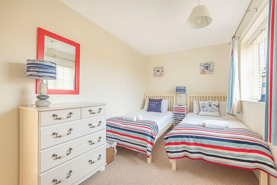 Eastwood House 2 Bedrooms | Twin bedroom