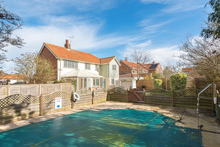 Eastwood House 2 Bedrooms | Winter pool closed