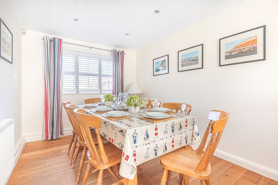 Eastwood House 2 Bedrooms | Dining area