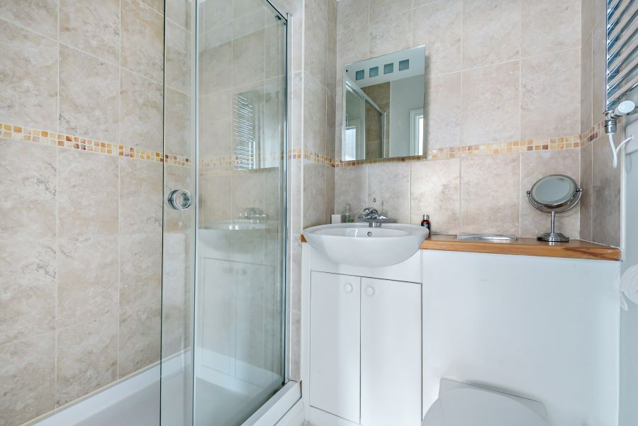 Harbour Heights | En-suite shower room