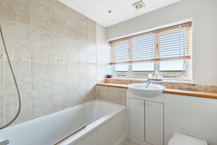 Harbour Heights | Family bathroom