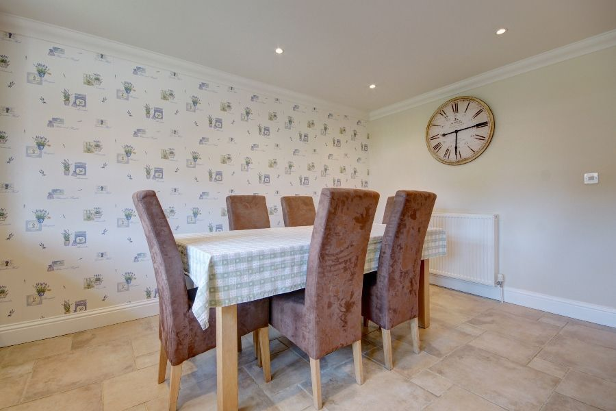 Commodores House 3 bedrooms | Dining table in kitchen