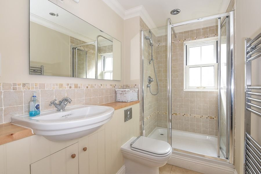 Commodores House 3 bedrooms | Shower room