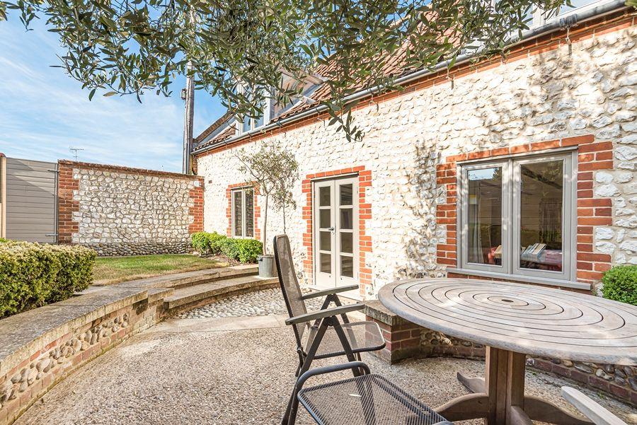 Oak Cottage | Outside table