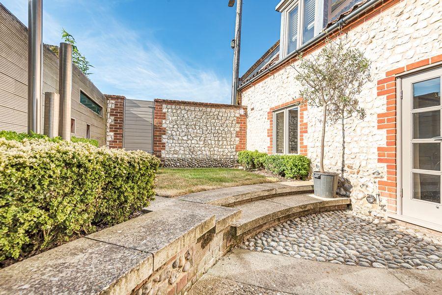 Oak Cottage | Enclosed garden