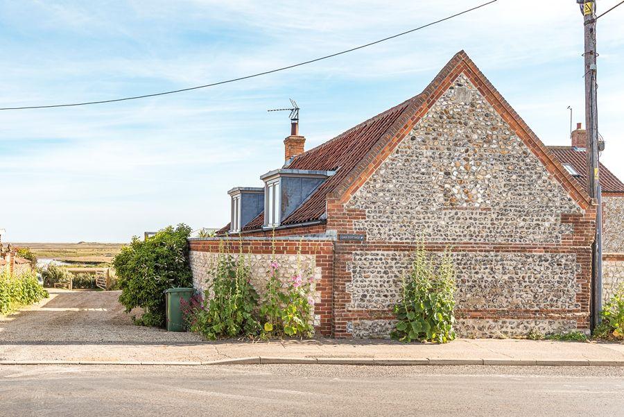 Oak Cottage | Outside