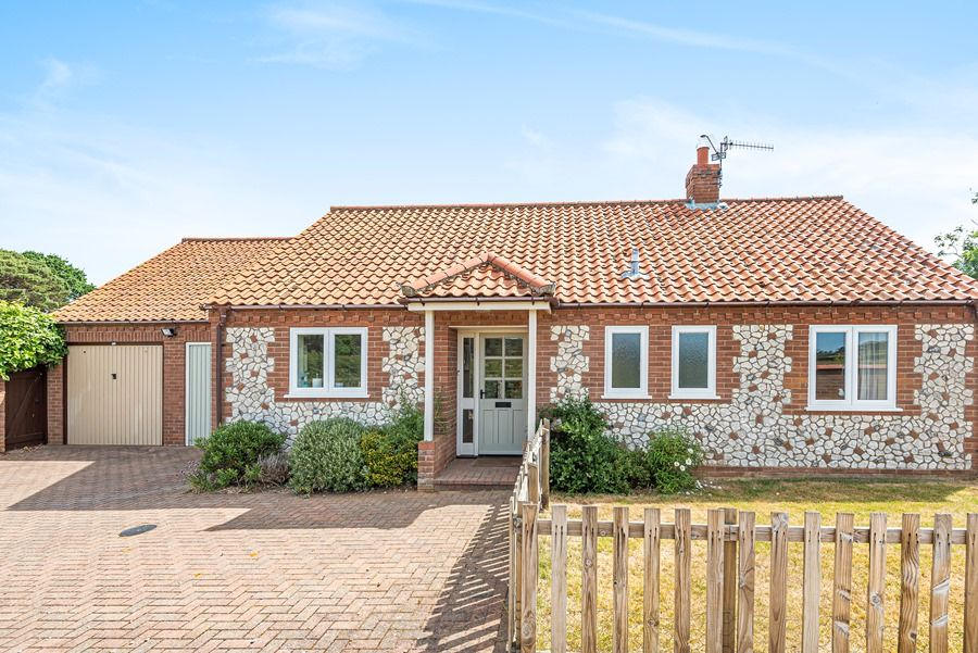 Field Cottage in Brancaster Staithe | Front