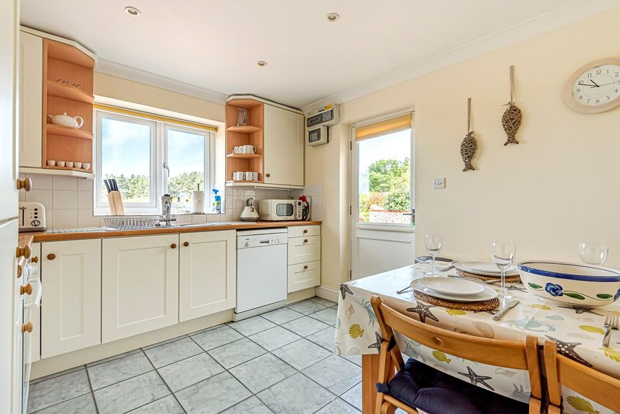 Field Cottage in Brancaster Staithe | Kitchen with table