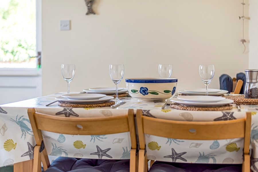 Field Cottage in Brancaster Staithe | Dining table