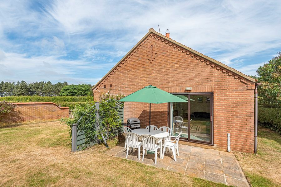 Field Cottage in Brancaster Staithe | Garden