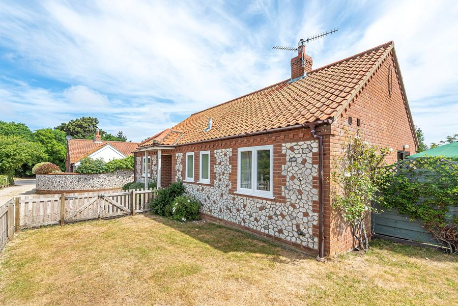 Field Cottage in Brancaster Staithe | Outside
