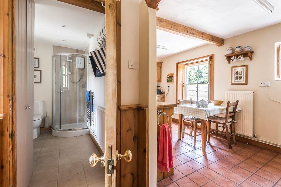 Western Cottage | Downstairs shower