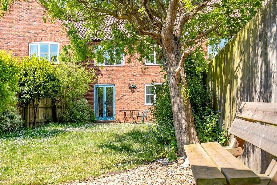 Hope Cottage in Docking | Garden bench