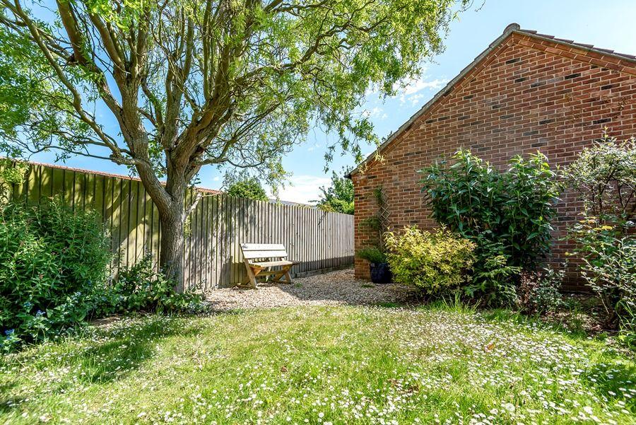Hope Cottage in Docking | Back garden