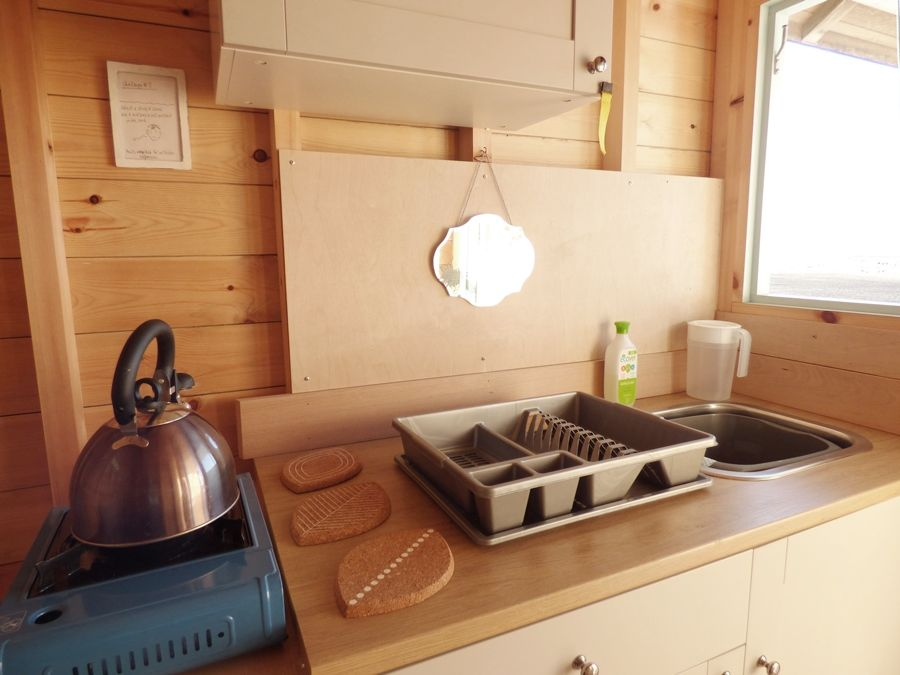 Wells Beach Hut | Gas stove and sink