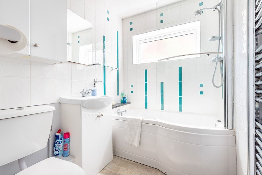 Harpers | Principal bathroom