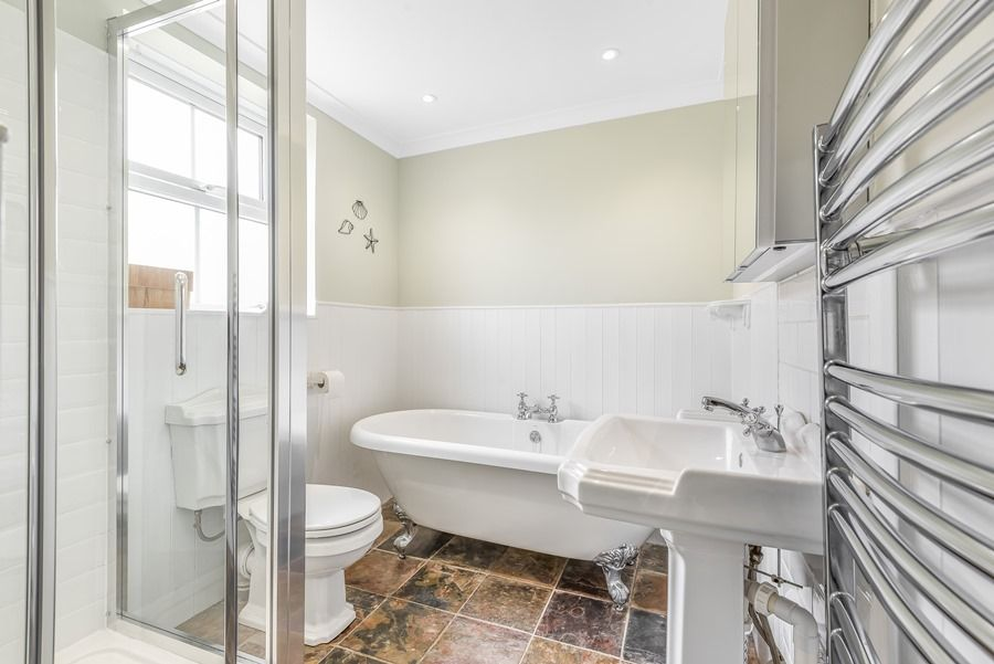 Dolphin Cottage Brancaster Staithe   Bathroom