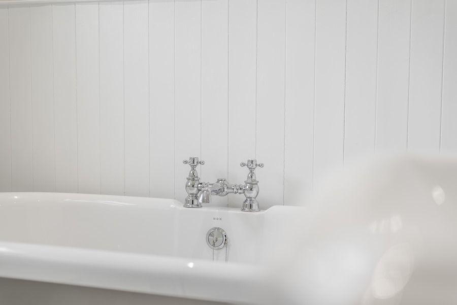 Dolphin Cottage Brancaster Staithe   Bath