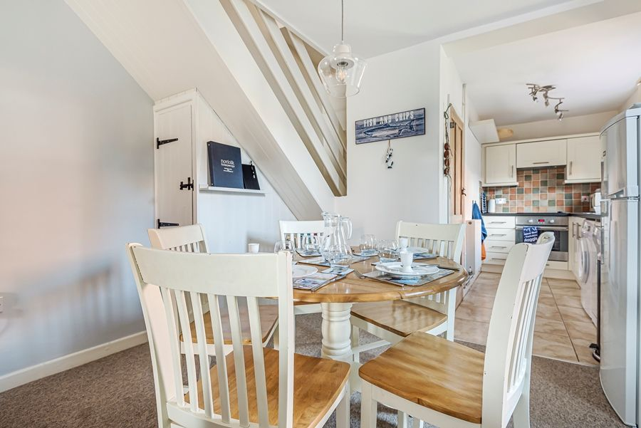 Samphire Cottage | Dining area