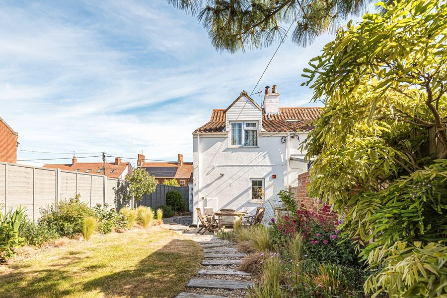 Samphire Cottage | Back view