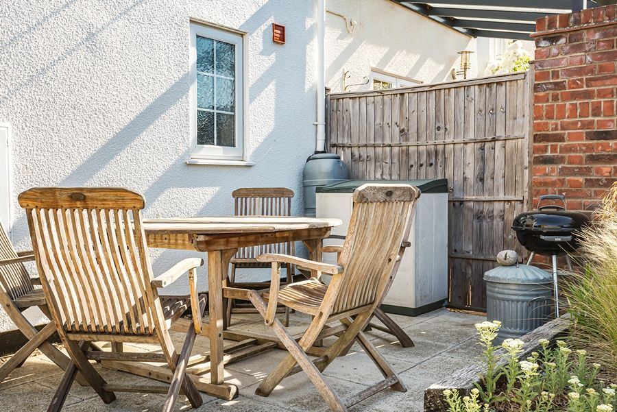 Samphire Cottage | Outside table