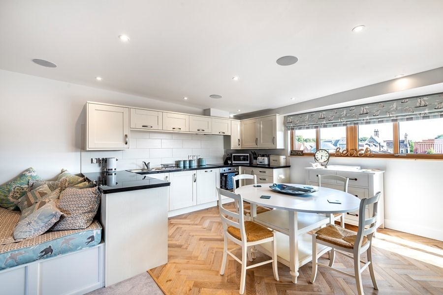 Peewits Penthouse | Kitchen and dining