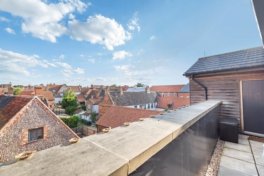 Peewits Penthouse | Rear balcony roof top views