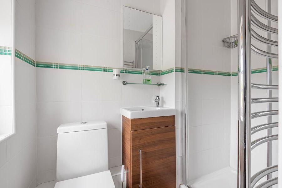 Rosemary House | En-suite shower room