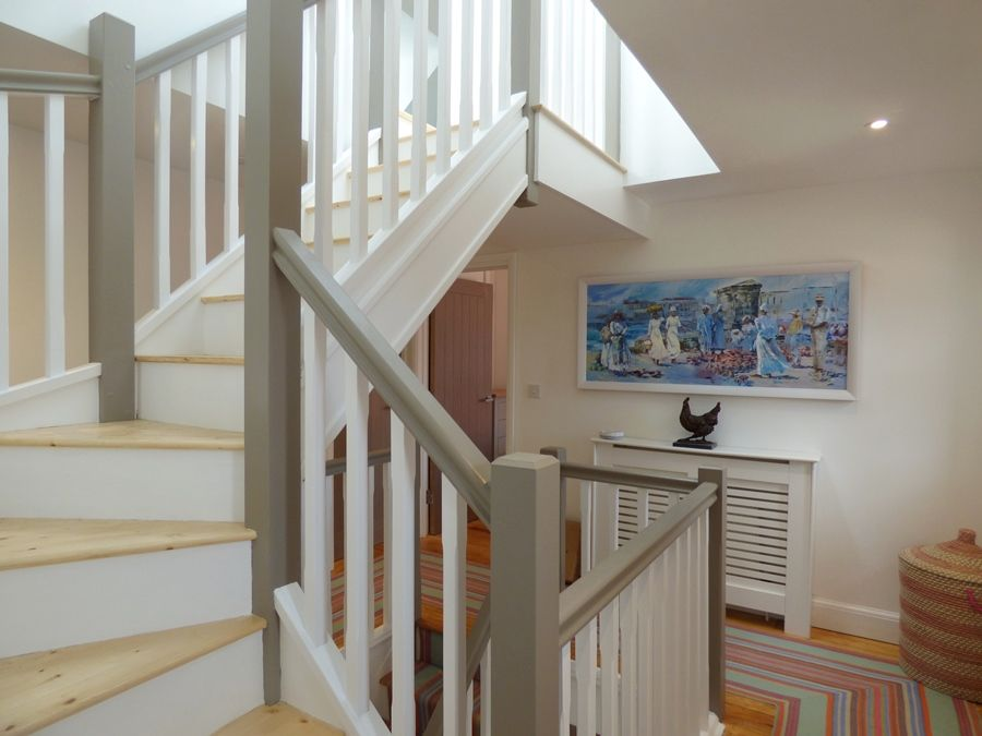 Arthur's 5 bedrooms | Staircase to top floor