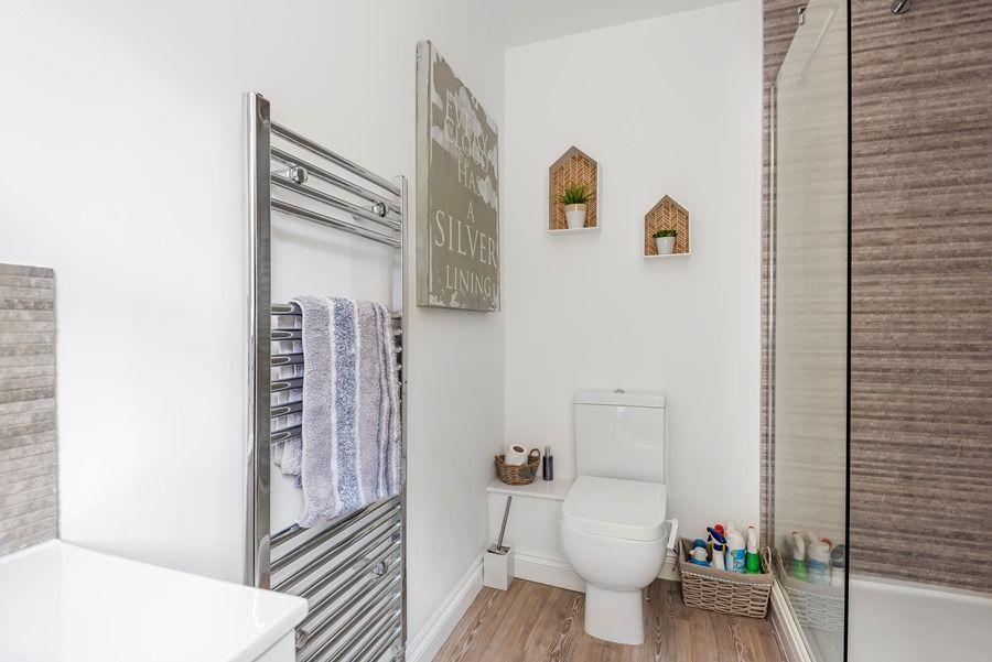 Harbour View | En-suite shower room