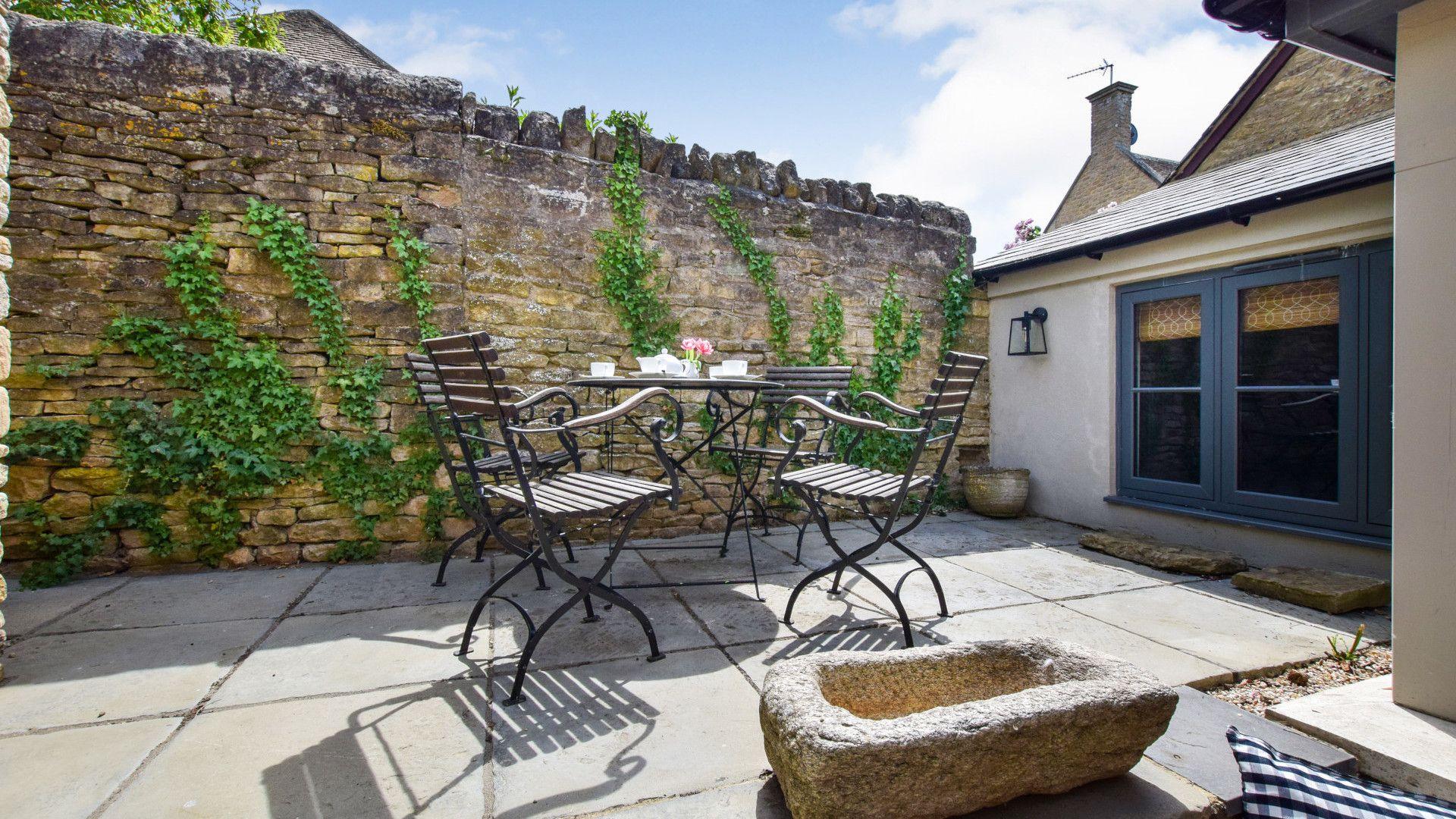 Private patio, Brown's Cottage, Bolthole Retreats