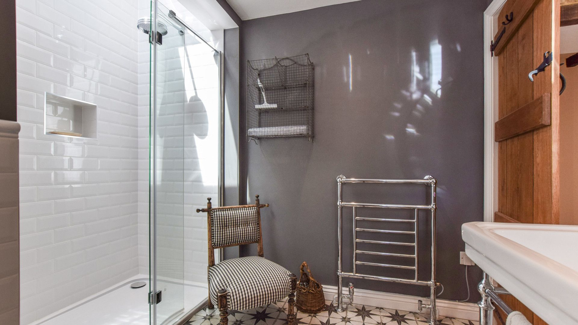 Family shower room, Brown's Cottage, Bolthole Retreats