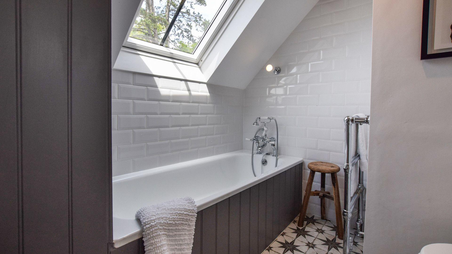 Bedroom 1 with en-suite, Brown's Cottage, Bolthole Retreats