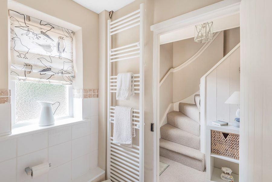 Egmere Cottage | Bathroom and staircase