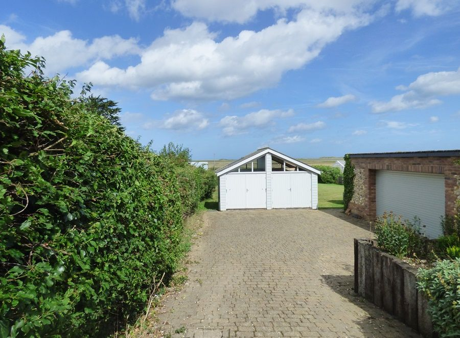Dolphin Cottage Brancaster Staithe | Access to hut