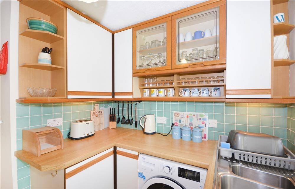 Wheal Ramoth D9 - Kitchen 2