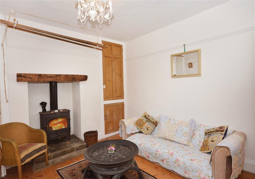 Coastguard Cottage - Fireplace lit