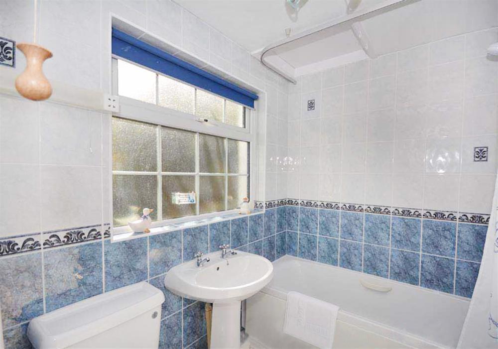 Fishermans Cottage - Bathroom