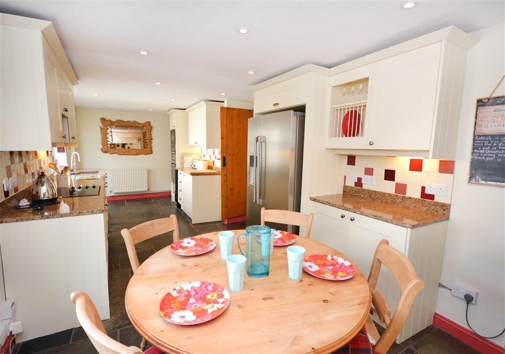 Gargoyle Cottage - Kitchen & Dining