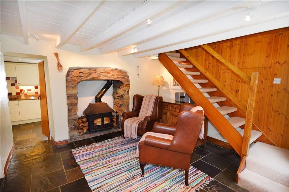 Gargoyle Cottage - Fireplace lit