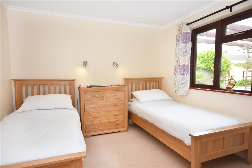Lorien - Twin Bedroom