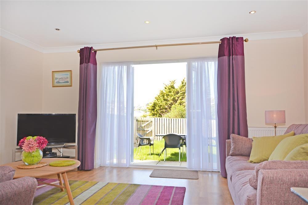 4 Nampara Row - Lounge & Garden View