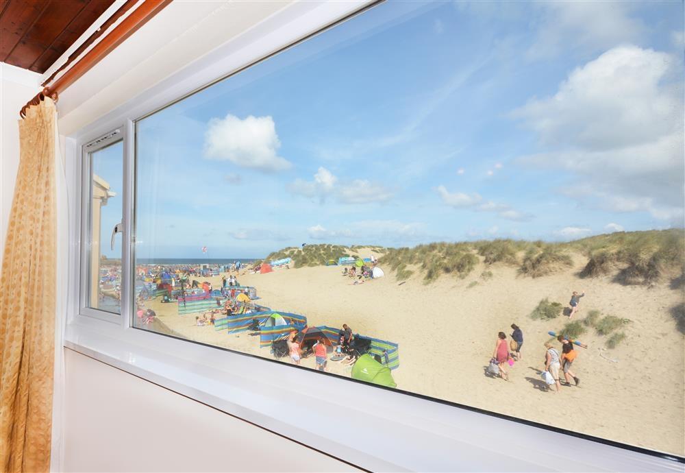 Sandbay 8 (Oceanside) - Lounge View