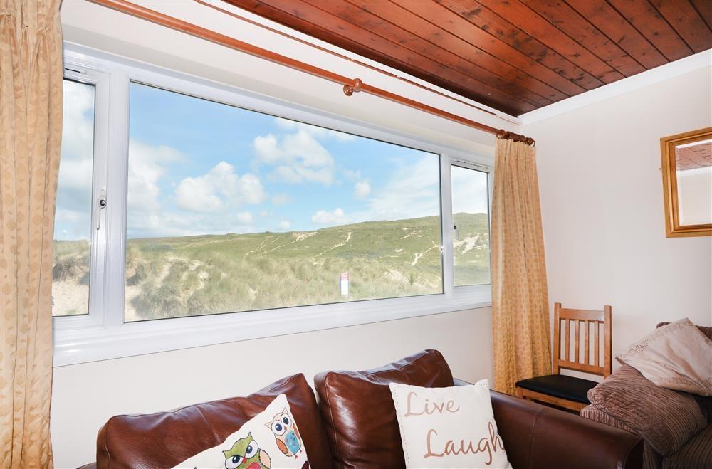 Sandbay 8 (Oceanside) - Lounge View 2